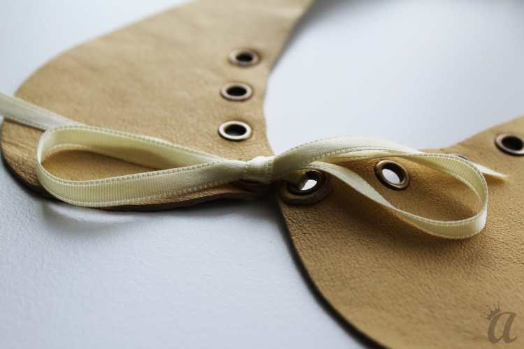 yellow leather necklace with bow (detail)