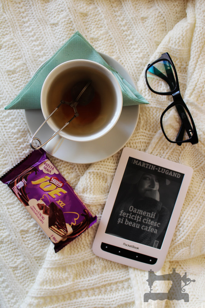 rsz_oamenii_fericiti_citesc_si_beau_cafea